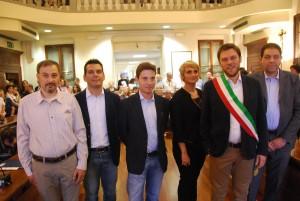 L'amministrazione comunale di San Giovanni: a partire da destra, il vicesindaco Turella, il sindaco Vantini con gli assessori Riva, Taietta, Mantovanelli e Bottacini