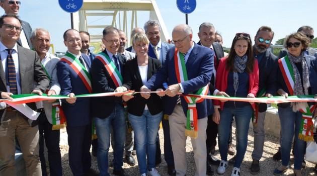 Inaugurata la passerella sull'Adige
