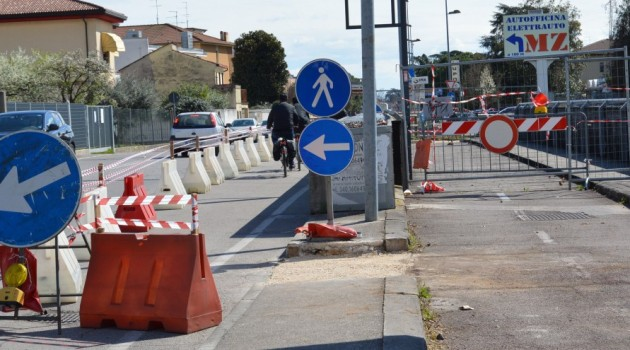 Chiuso il ponte sul Canale Milani